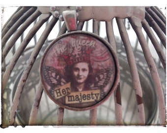 The Queen Her Majesty - Vintage Pendant Necklace