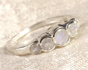 N122 - 2.5 - 4. 5 mm faceted Moonstone and 925 sterling silver ring