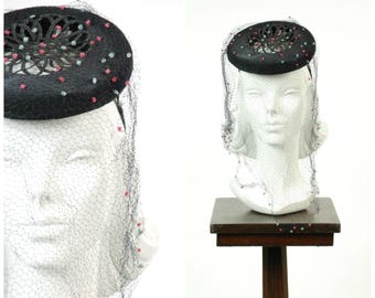 Vintage 1930s Hat - Darling Navy Blue Straw with Open Crown Tilt with Confetta Pom Pom Veiling