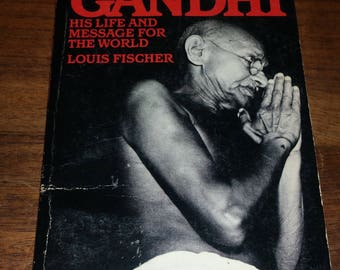 Gandhi by Louis Fischer Vintage Paperback Book