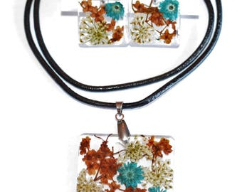 Necklace and earrings natural flowers