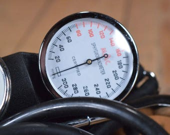 Blood pressure meter - Blood pressure monitor - Old sphygmomanometer - Blood pressure monitor - Blood pressure cuff - Vintage Blood meter