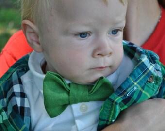 Green Linen Bowtie