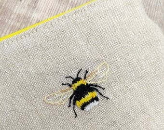 Bumble bee embroidered purse - Coin purse - Bumble bee pouch