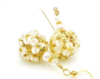 White Earrings, Floral Earrings, Lampwork Earrings, Lampwork Flower Earrings, Glass Beads Earrings, Gold Filled Earrings, Pearl Earrings
