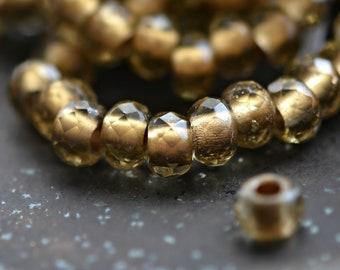 Narren Gold - Premium-Glasperlen, Rauchquarz, metallisches Gold, Rollen 6x9mm - Pc 10