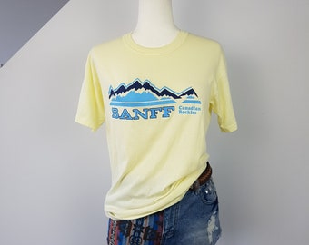 Vintage 70s Banff Canadian Rockies T-Shirt / Medium / Butter Yellow Shirt / Skiing Mountains Graphic Tee / Ski Vacation Holiday Tshirt