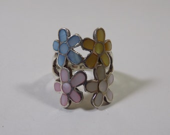 Beautiful dyed mother of pearl flower inlay sterling silver ring size 5 3/4