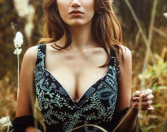 Photo girl with plunging neckline