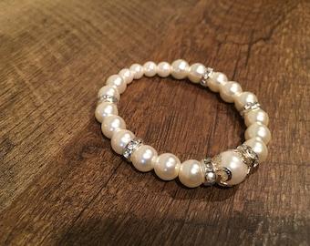 Beautiful White Pearl Stretch Bracelet for Women