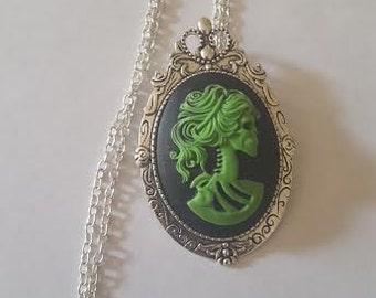 Lady Skeleton, Skull, Skull necklace, green skull, Green skull necklace, Gothic, Horror, Gifts for her