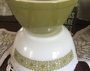Pyrex mod flower nesting mixing bowls