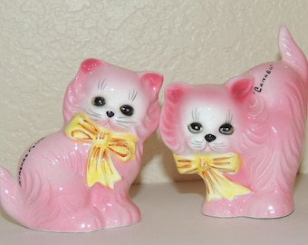 """Pink Kitties Salt and Pepper Shakers """"Canada"""""""