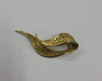 Golden tone ladies brooch