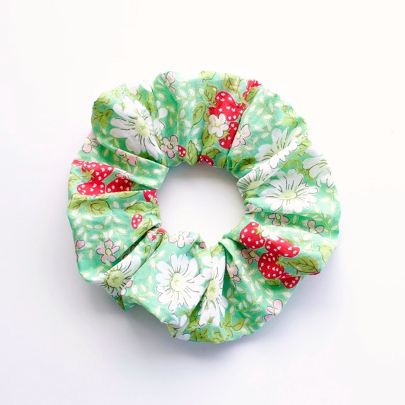 DAISIES and STRAWBERRIES. Hair Scrunchy or Scrunchies. Daisies and Strawberries. Hair Accessories. Retro Accessory