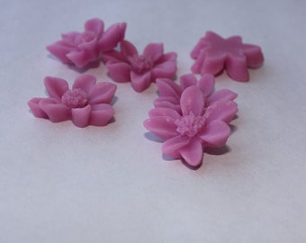 10 DAISY Cabochons - 20mm - Lilac Color