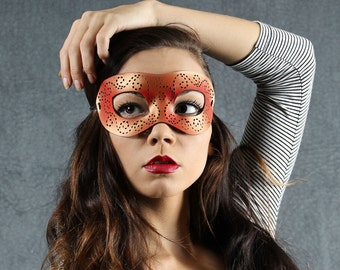 Masquerade mask in red and gold