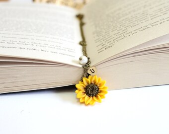 Yellow Sunflower Necklace,Yellow Pendant, Personalized Initial Disc Necklace, Bridesmaid Necklace,Yellow Bridesmaid Jewelry,Sunflower Flower