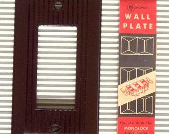 Lot of 2 Vintage Bakelite Ribbed MONOWATT Triplex Receptacle Plates 1950's MINT!
