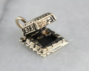 Vintage Engagement Ring Box Gold Charm Pendant 56YYJV-R