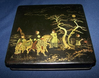 Vintage Chinese Decorated Papier Mâché Trinket or Dressing Table Box.