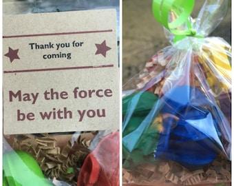 Star Wars FAVORS // Star Wars Party // Party Favor Bags // Star Wars Birthday // Darth Vader // R2D2 // Star Wars Crayons // Crayola