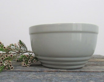 Kitchen Bowl, Vintage Kitchen Decor, Gray Bowl, Modern Kitchen, Vintage Table, GE Refrigerators, Hall China,