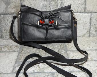 Portemonnaie Cross-Body mit Gesicht kleine Monster schwarzen Leder Tragriemen Cabrio 395