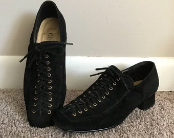 1980s Lace Up Chunky Heel Black Shoes Size 6