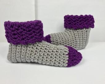 Pantoufles, chaussons chaussettes avec manchette, chaussettes gris violet, chaussons à la main, les femmes slip ons au crochet
