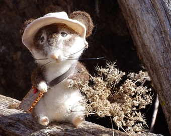 Brown and White Wool felted mouse. Felted fieldmouse, harvest mouse. Collectible toys.
