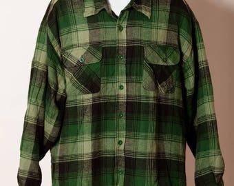 Vintage 80s 90s big Men's Button Down Lined plaid flannel shirt - BASIC EDITIONS