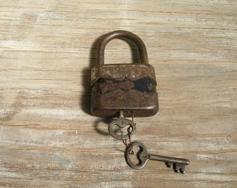 Vintage Working Padlock -  Old Padlock  (N-87)