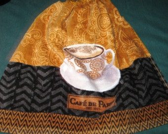 "Crochet Kitchen Hanging Towel, Gold with cup ""Cafe de Paris"", Gold Top"