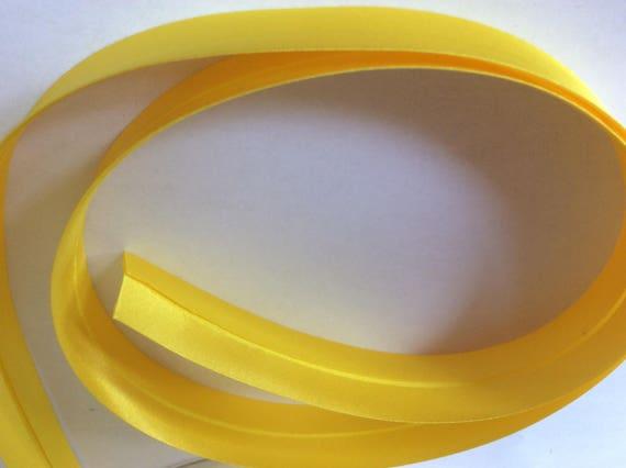 25mm silky sateen bias binding, yellow no32