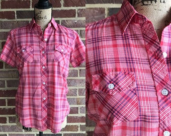 1960s plaid short sleeve button up blouse  // Vintage Amy Barr plaid button up shirt small medium  // 60s 70s fitted button up blouse