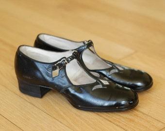 vintage 1920s shoes / black leather flapper shoes / size 5