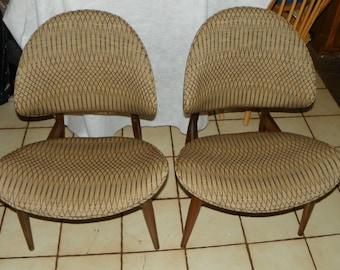 Pair of Walnut Mid Century Modern Chairs / Retro Chairs (SC246)