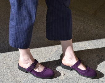 purple slippers with closed toe, sandals without a back