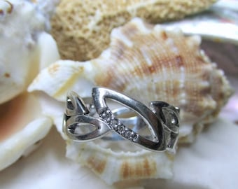 ON SALE Sterling Silver Diamond Ring Leaves Motif 3.73g Size 7.5