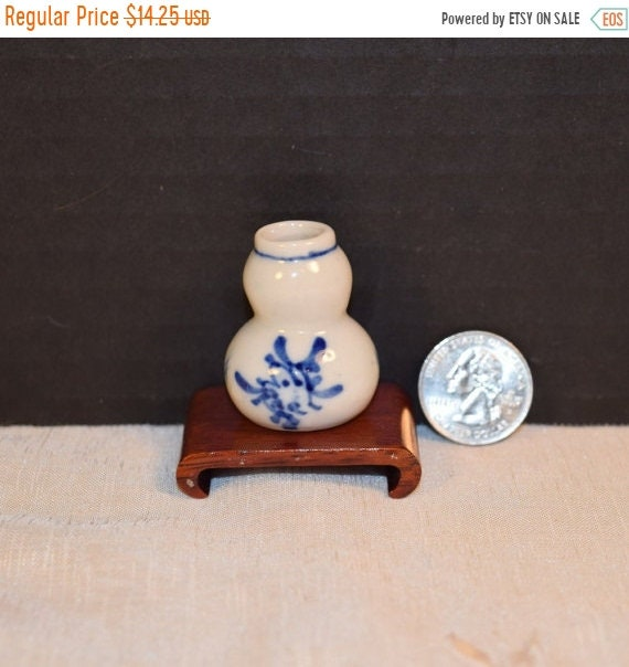 Delayed Shipping Asian Blue White Snuff Bottle Vintage Chinese Hand Painted Porcelain Snuff with Stand Blue & White Oriental Miniature Snuff