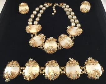 Vintage Mother of Pearl Jewelry Set / Necklace, Bracelet, Clip Earrings