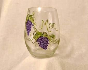 Free shipping Grapes hand painted personalized  wine glass for grammy mom mema sister friend aunt etc
