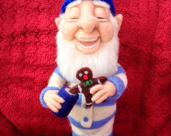 Gevilte gnome, needlefelted bedtijd gnome.