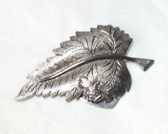 Vintage Silvertone Leaf Scarf Clip