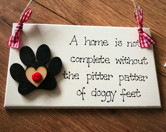 """Dog Pet Handcrafted Sign Plaque Paw Print Animal """"A home is not complete without the pitter patter of doggy feet"""" Friend Home Gift"""
