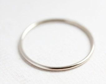 14k solide blanc or anneau d'empilage, rond bande d'or délicate, mince bande d'or, bague en or blanc empilable, fine, cadeau pour elle