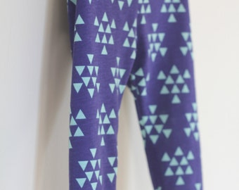 Navy blue triangle arrows baby leggings.