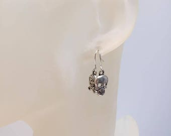 Asymmetric earrings Gothic skull