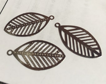 On sale 8 shiny silver base metal findings leaves